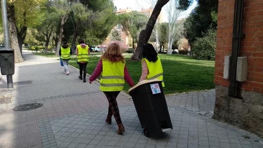 Foto Ecopatrulla del Colegio Ademo compuesta por alumnos y familias